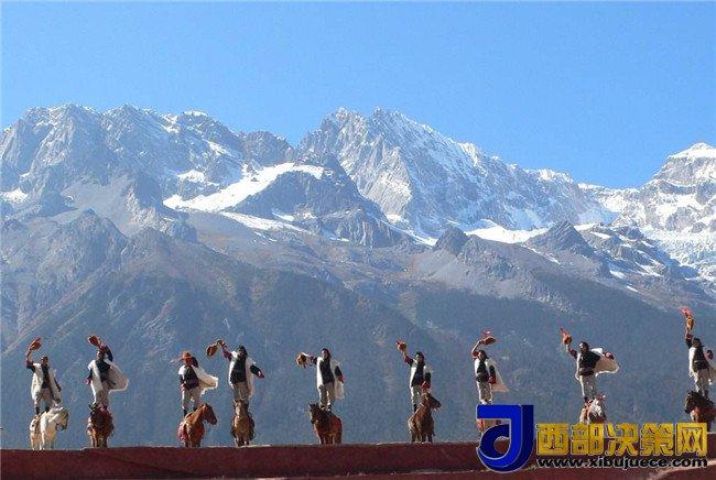 <b>玉龙雪山 (云南省丽江市境内雪山)</b>