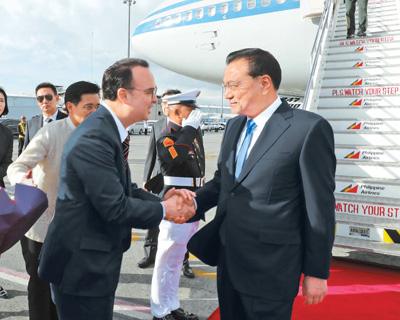 李克强抵达马尼拉出席东亚合作领导人会