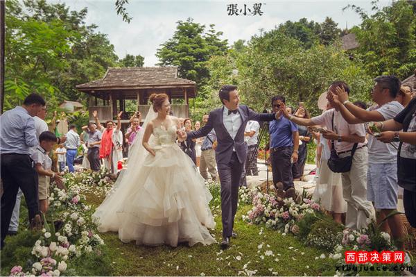 <b>沈腾泰国婚礼细节照曝光 现场低调精致温馨</b>