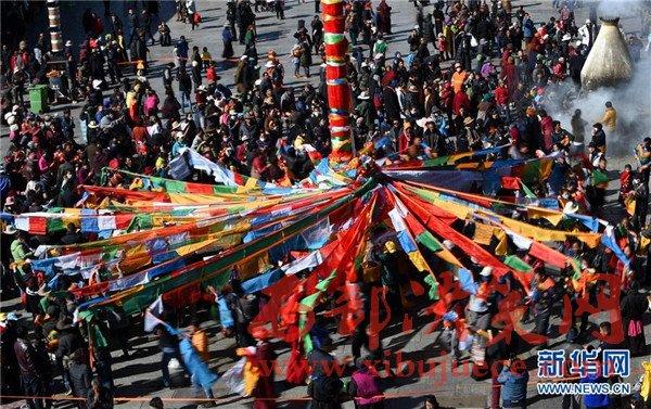 拉萨大昭寺更换经幡――迎接藏历新年