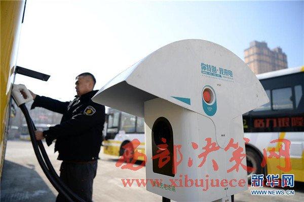哈尔滨首批纯电动公交车 安全、平稳运行