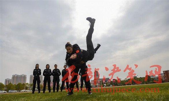 "<b>""三八红旗集体""的女特警是怎样炼成的!</b>"