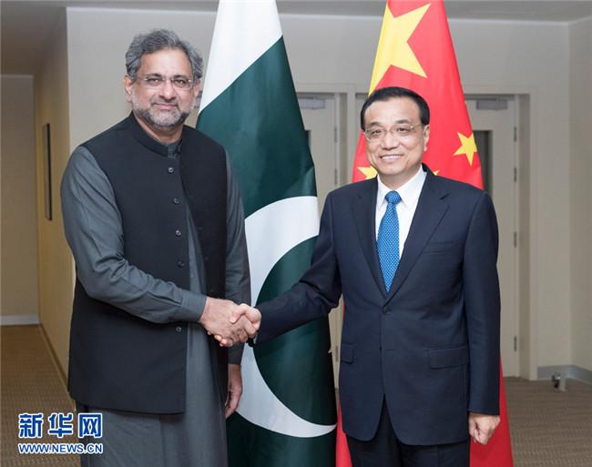 李克强会见巴基斯坦总理阿巴西