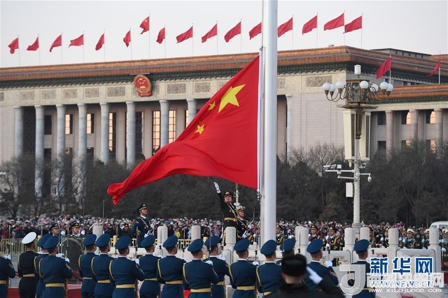 (社会)(1)人民解放军首次执行天安门广场升国旗任务
