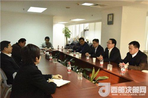 宜君县委书记刘冲拜会中国人民银行副行长易纲