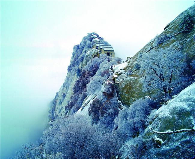 下雪天的华山 景美 人更美