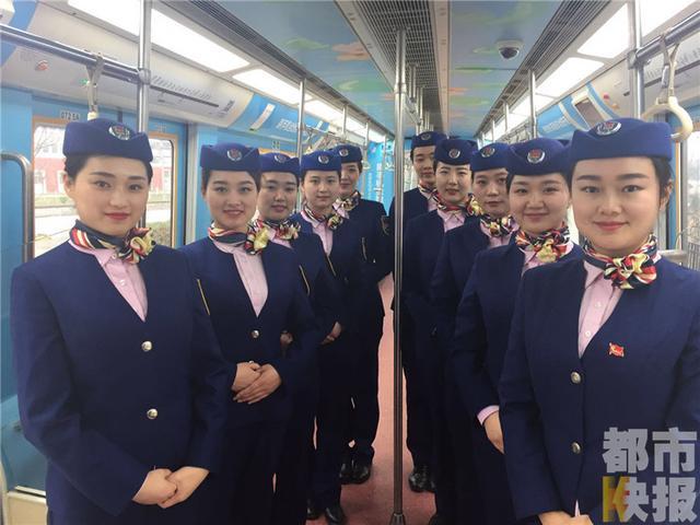 西安地铁女司机亮相颜值高或将驾驶四号线列车