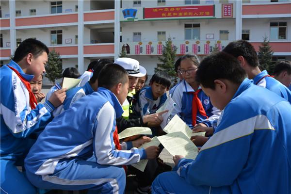 榆林靖边交警大队党员民警进校园开展安全法制教育宣讲
