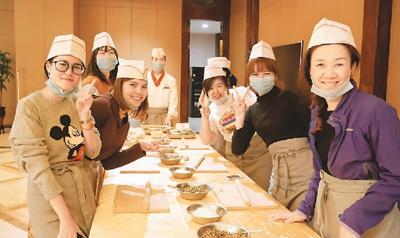 泰国本土汉语教师:中文课成学校新竞争