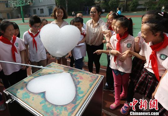 南京小学生寓教于乐玩转科学嘉年华