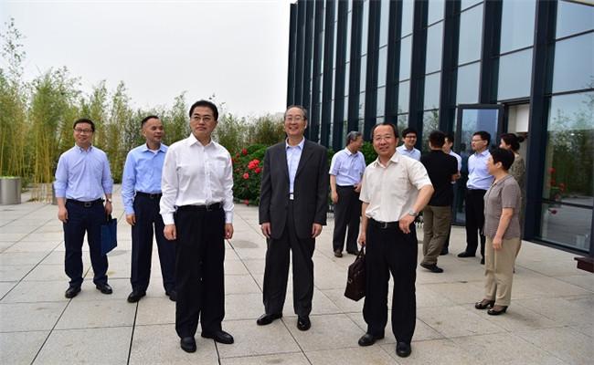 国资委副主任翁杰明赴中国国新调研