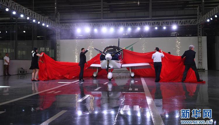 中国民企自主研制通用飞机GA20首次下线滑跑