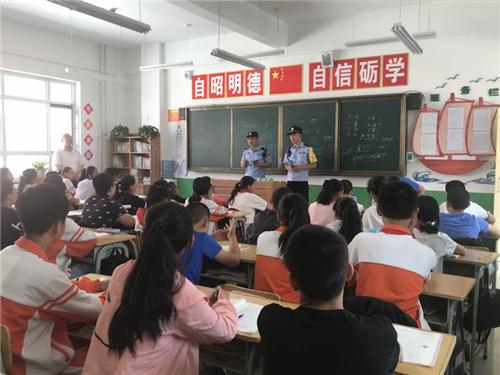 """榆林铁路警方:进校园搞宣传 为学生打好暑假路外安全""""预防针"""