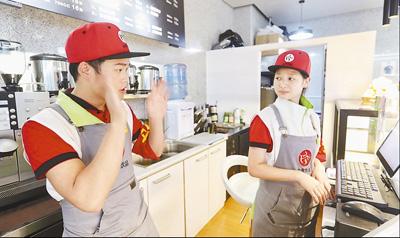 """贵阳""""无声饮品""""店 为聋哑学生提供就业平台"""