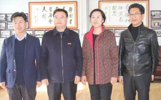 陕西省果业局和西峰市领导来彬考察融诚集团跨省联县扶贫工作