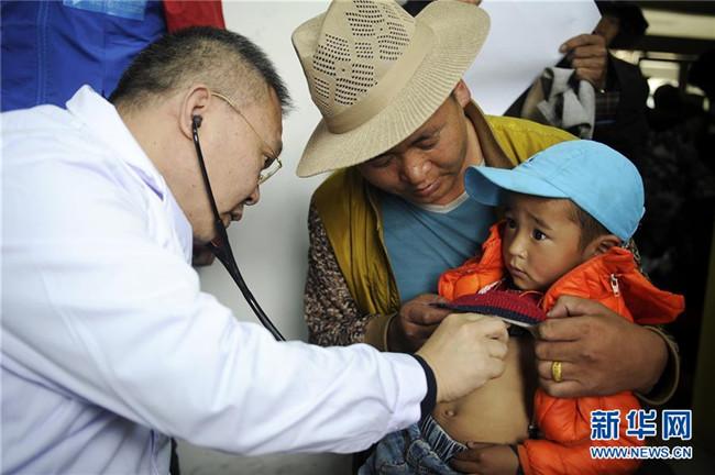 """免费救治贫困先心病患儿 """"天使之旅""""走进西藏"""