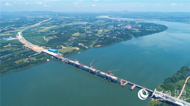 广吉高速泰和北赣江特大桥即将合龙
