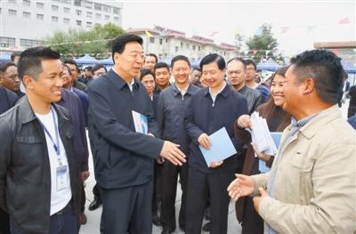 吴英杰:始终坚持以人民为中心的发展思想 让各族群