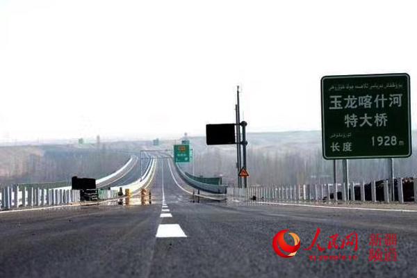 新疆:一条高速公路联通幸福生活