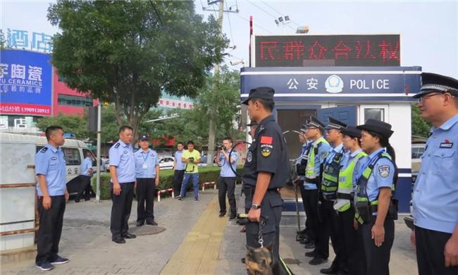 榆林市榆阳公安分局李学恩政委慰问警务工作站和治安检