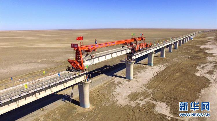 新疆:格库铁路最长铁路桥合龙