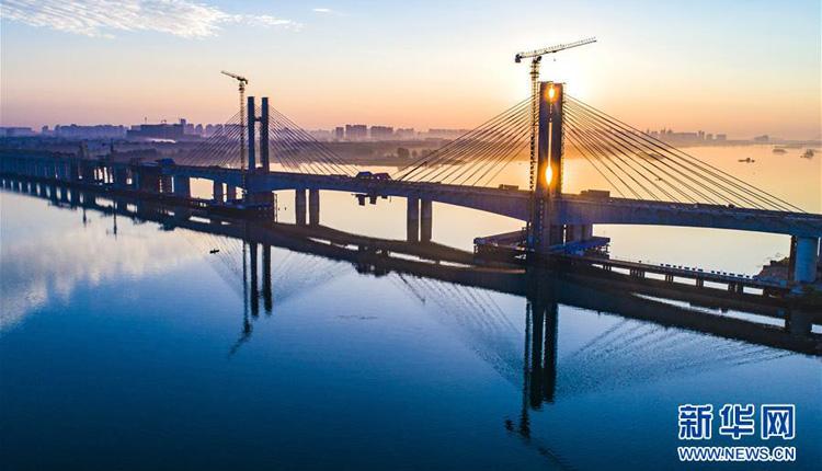 华铁路汉江特大桥完成挂索