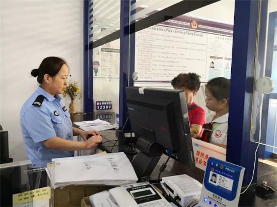 铜川王益公安分局成功办理首例港澳台居民居住证