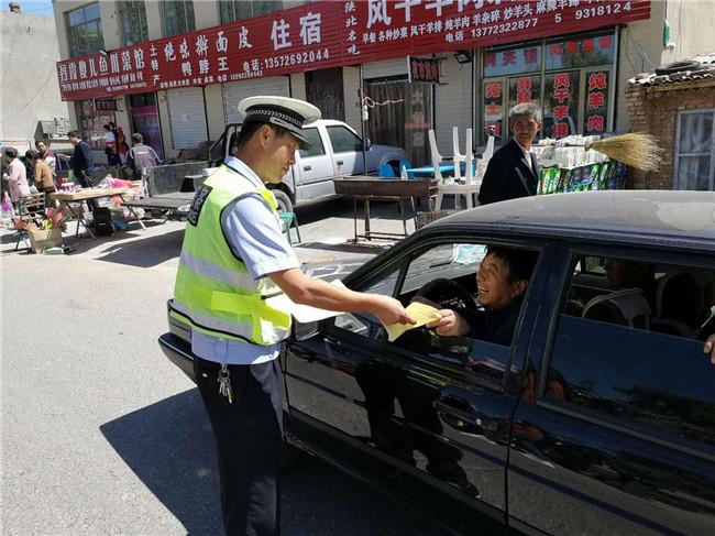 榆林靖边县公安局交警大队进农村开展交通安全宣传