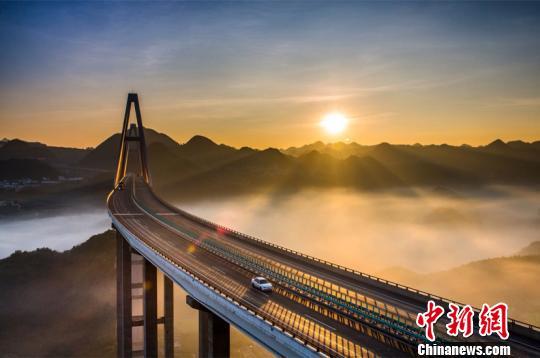 贵州建成公路桥梁2.1万座 单幅总长约2500公里