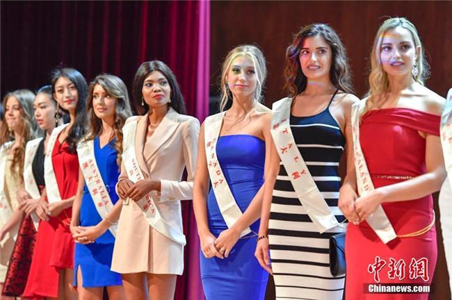 第68届世界小姐全球总决赛选手集体亮相三亚