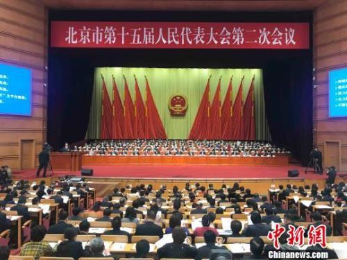 北京市十五届人大二次会议14日开幕。北京市长陈吉宁向大会作政府工作报告。 尹力 摄