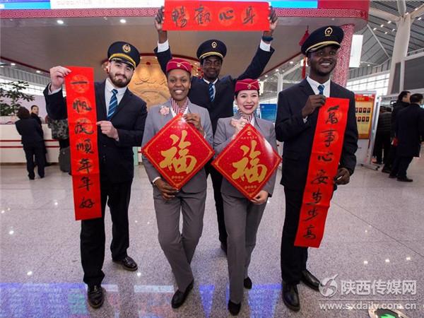 """高铁""""洋班组""""助力新春运"""
