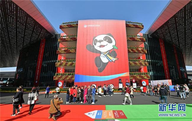 从全国两会看奋进中国的发展胸怀