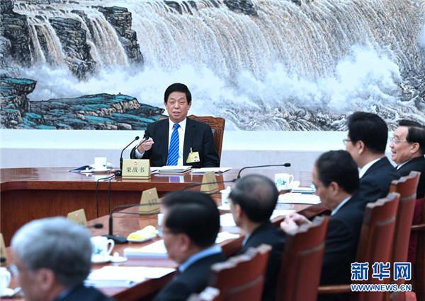 栗战书主持全国人大常委会第三十次委员长会议