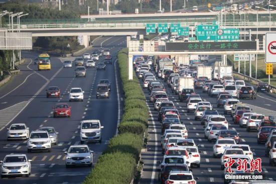 公安部发布小长假预警 假期前两天道交事故多发