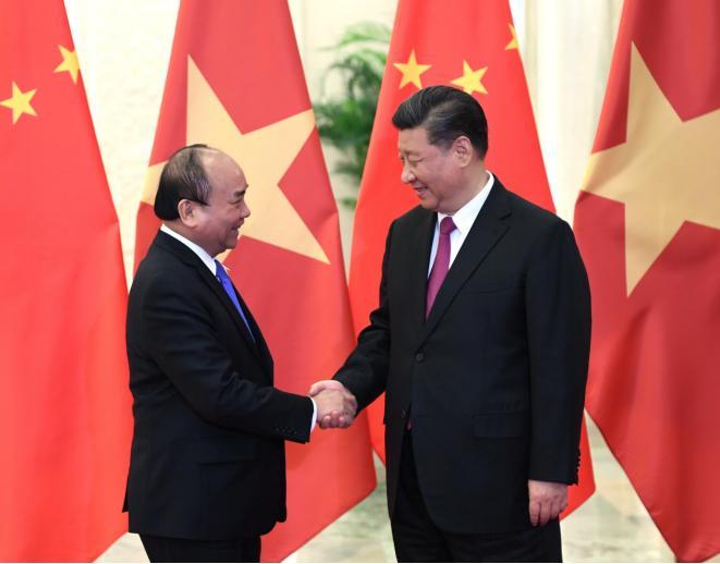 习近平会见越南政府总理阮春福