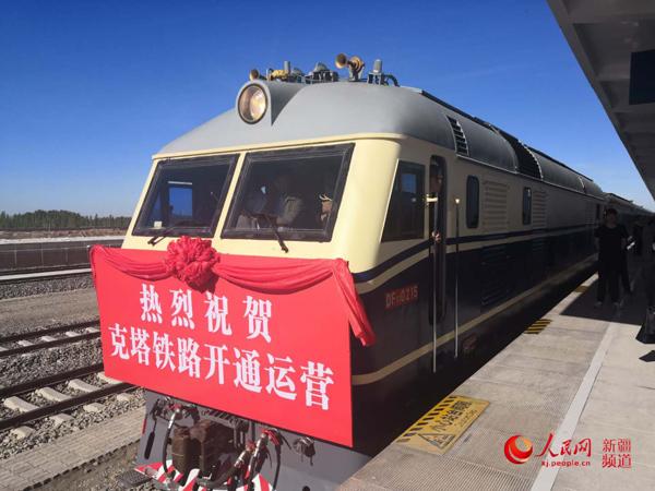 新疆塔城:幸福列车通边城,一路山花一路歌