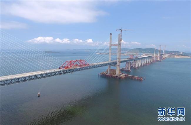 平潭海峡公铁两用大桥元洪航道桥主桥成功合龙