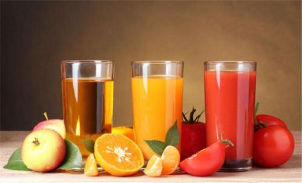 相比碳酸饮料和其他含糖饮料果汁更健康吗?