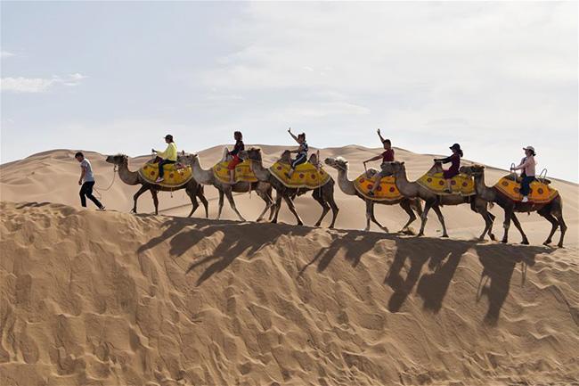 <b>新疆:沙漠旅游迎来黄金季</b>