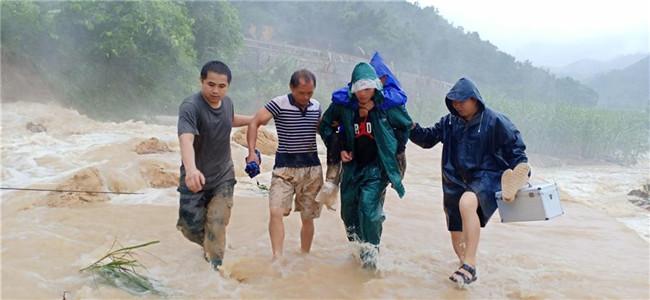 洪水中的温情时刻――广西抗洪救灾中的三个暖心小故事