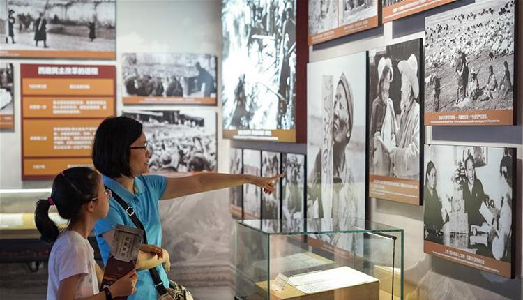 """走进""""废奴丰碑――西藏民主改革60周年特展"""""""