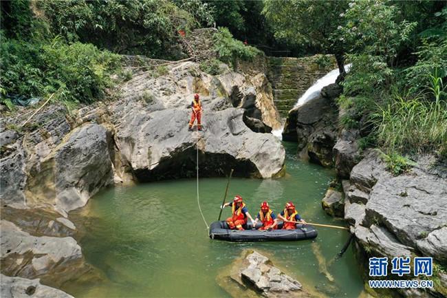 湖北鹤峰县躲避峡突发山洪造成12人死亡仍有1人失联