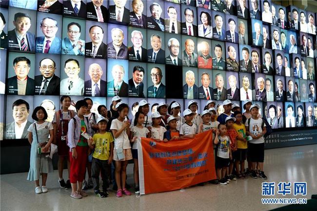 上海:暑期院士专家讲坛受欢迎