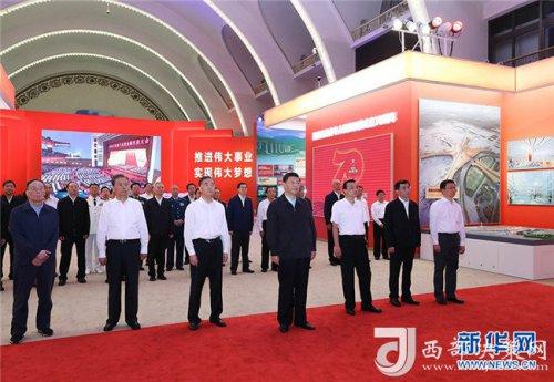 习近平参观庆祝中华人民共和国成立70