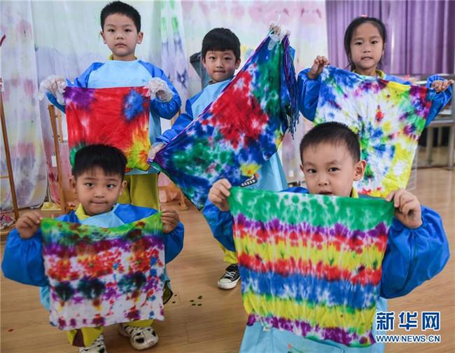 """幼儿园里的""""七彩课堂"""""""