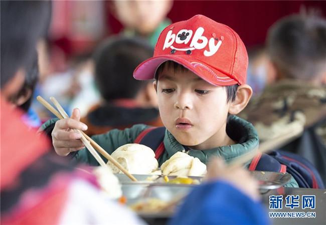 宁夏西吉:农村学生免费营养午餐升级换代