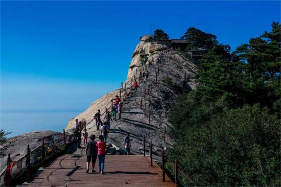 华山一年中大部分是旅游旺季,理由是?