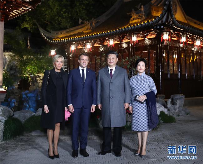 习近平夫妇在上海会见法国总统马克龙