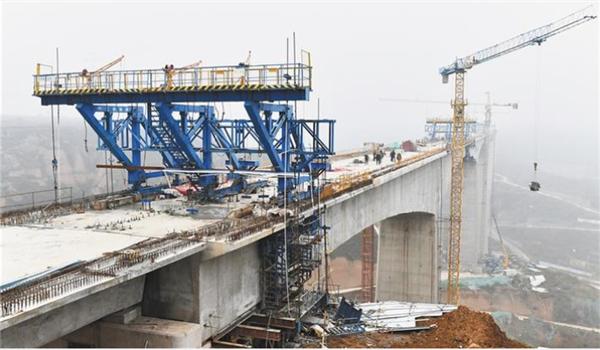 银西高铁陕西段重点控制性工程漠谷河2号特大桥顺利合